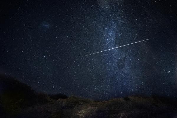 流れ星に願い事をすると叶うという説は本当なのか?科学的根拠の説明