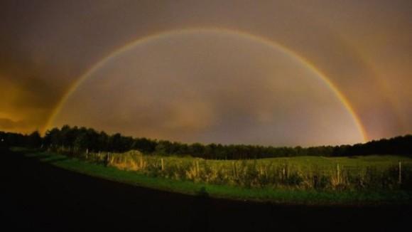 スーパームーンで願い事が叶う「幸運の月虹」ムーンボーが見れるかも!?